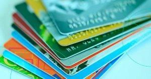 Novas regras do cartão de crédito derrubam juros, mas parcelamento ainda é um mau negócio
