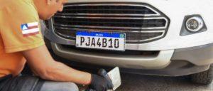 Nova placa do Mercosul entra em vigor. Quando trocar a do seu carro?